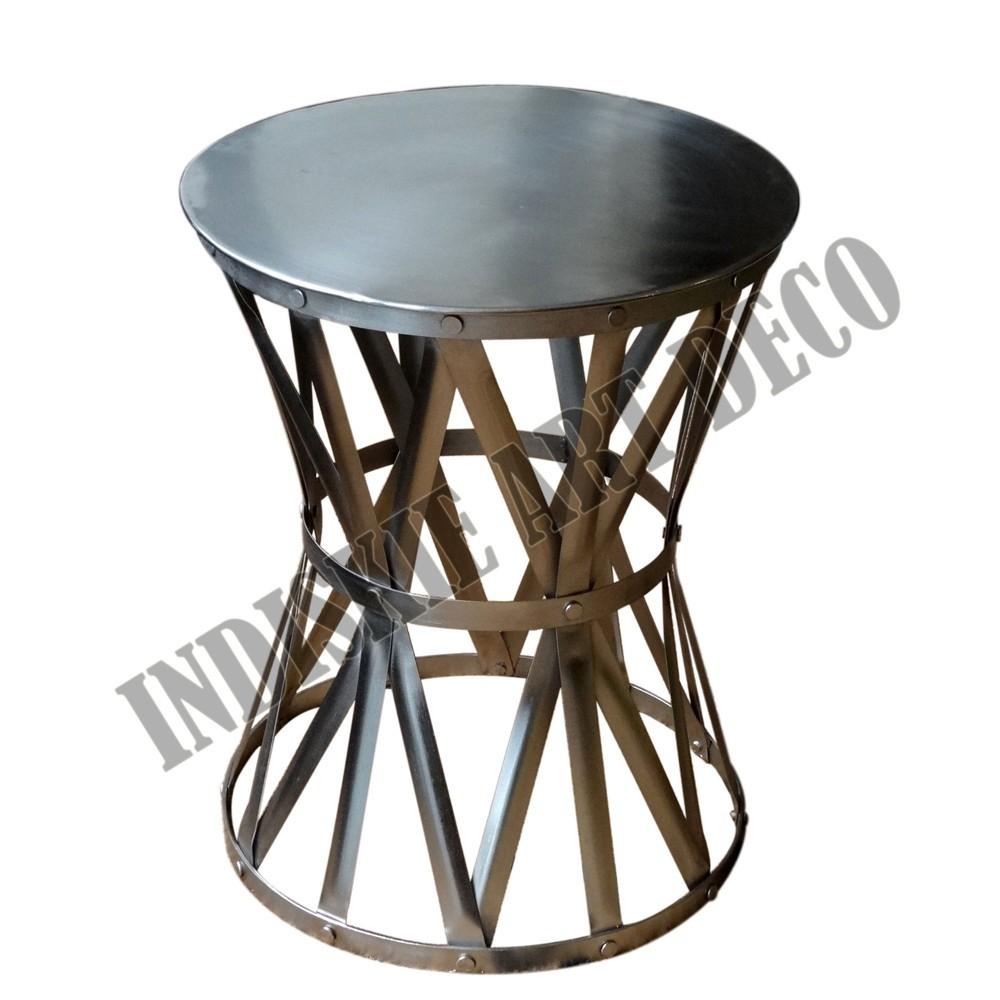 níquel ronda lado del tambor de mesa de metal industrial junto a la ...