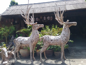 driftwood scupture for garden decoration