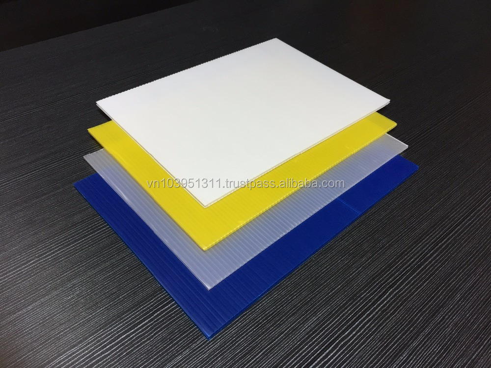 Machine cutting hollow polypropylene sheet PP sheet