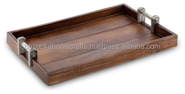 plateau en bois rectangulaire plateau de service plateau en bois avec poign e en m tal. Black Bedroom Furniture Sets. Home Design Ideas