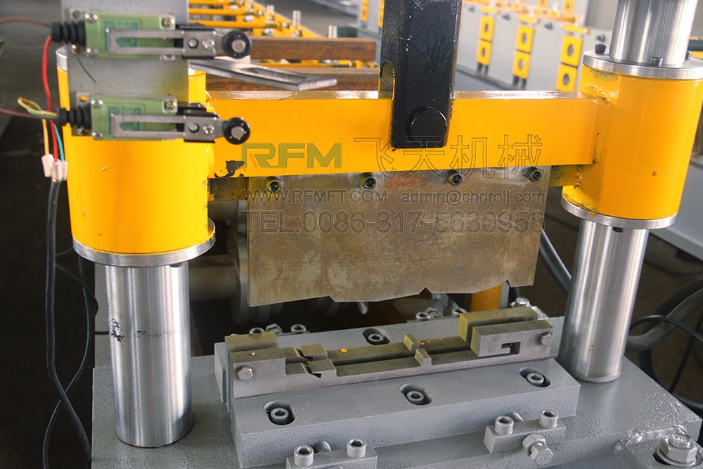 Snap lock roof panel roll forming machine