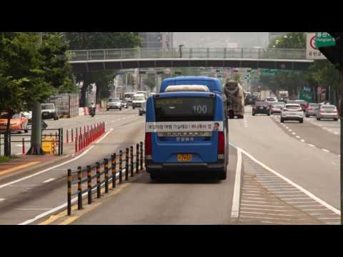 Seoul Metropolitan Bus Route 100 bus leaving Hangang Bridge North End