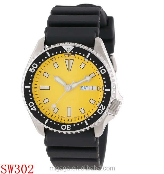 Diver watch strong luminescent hands and dial 300M water resistant
