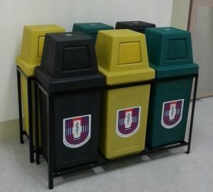 Plastic Containers Trash Bins Dumpster Recycle 2 3 4 Yard Can Trashcan