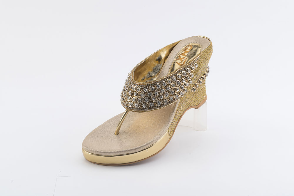 8460622d13f9 New Women Wedding Sandals - Buy Indian Bridal Wedding Sandals ...