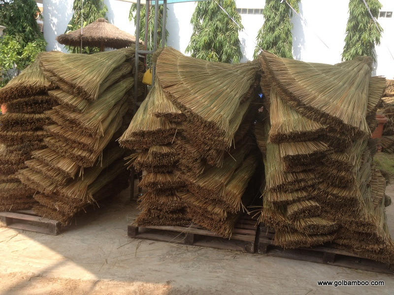[wholesale] Tropical Real Palm Leaf Umbrella   Thatched Patio Umbrella With  Cover   Seagrass