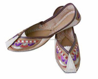 Wedding wear white embroidery work juti shoes-Indian traditional Khussa juti-Wholesale indian traditional handmade khussa shoes