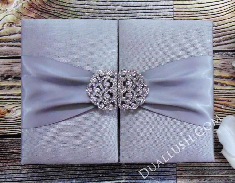 Hot Sale Luxury Silver Silk Wedding Invitation Box Satin Ribbon Rhinestone Brooch Buckle