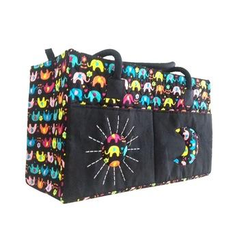 015922698 Grande bolsa de algodão acolchoado tailandesa com alças de ombro e padrão  de elefante