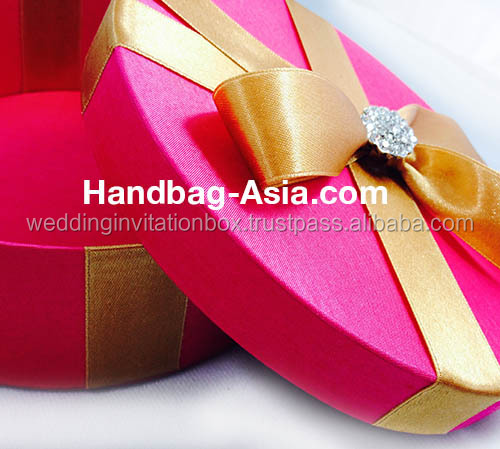 Luxury Ivory Round Lift Lid Silk Gift Box With Brooch