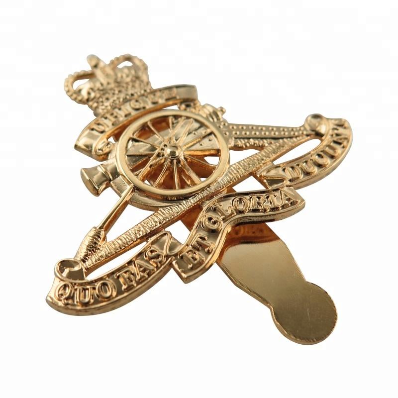 Custom made logam enamel lembut crown pin kuningan kerah pin