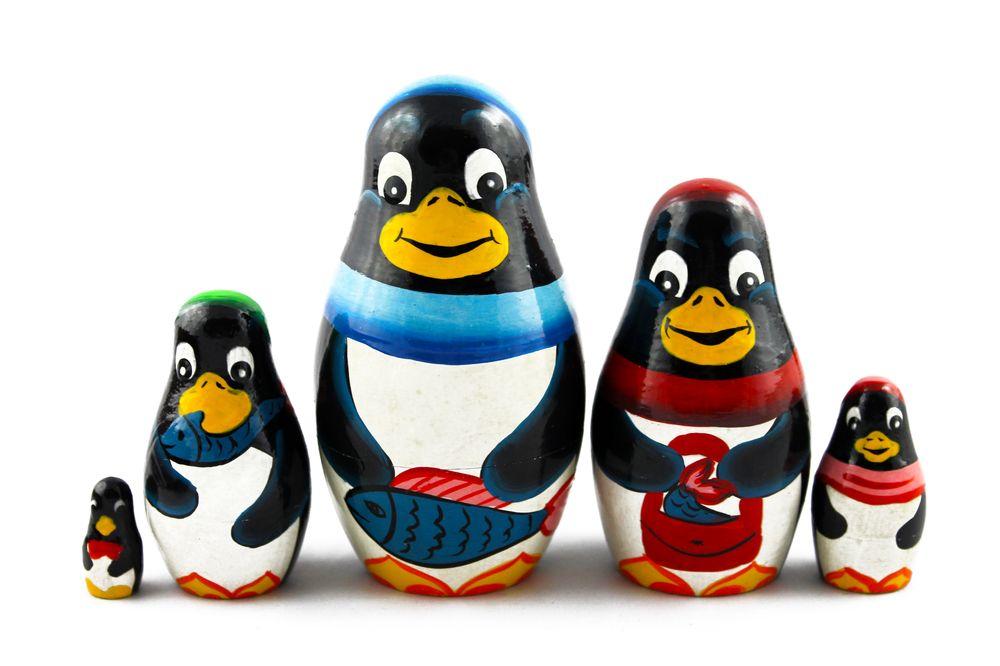 Matryoshka Russian Nesting Doll Wooden Babushka Poupee Family of Penguins 5 pcs