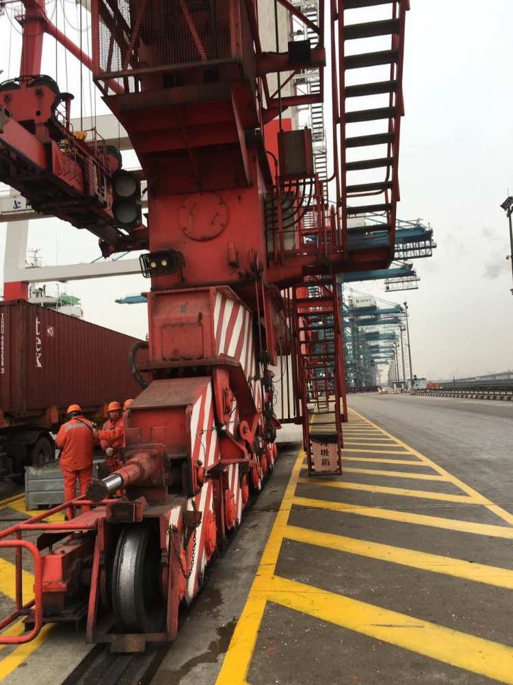 Used 60T Rubber Tyre Mobile Harbour Port Container Gantry Quay Crane for sale