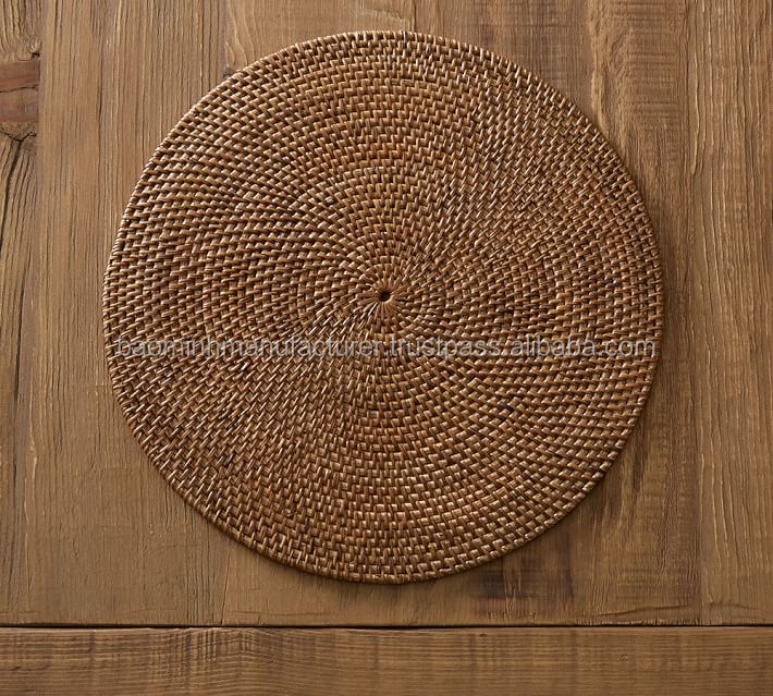 Round rattan placemat, honey color