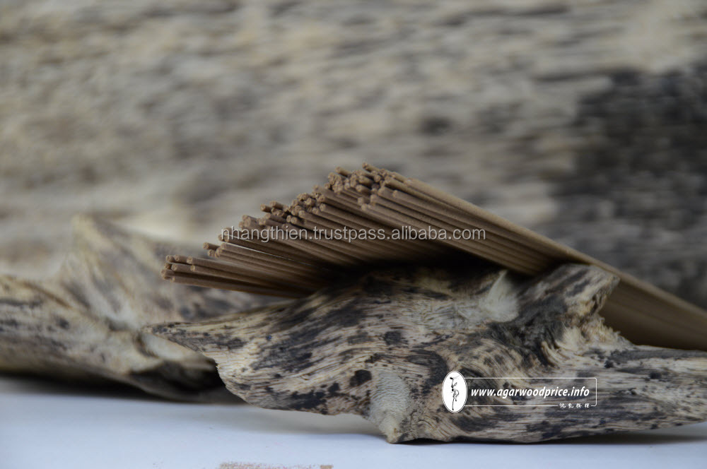 AGARWOOD/OUD Pure wild agarwood from Vietnam with natural exotic scent