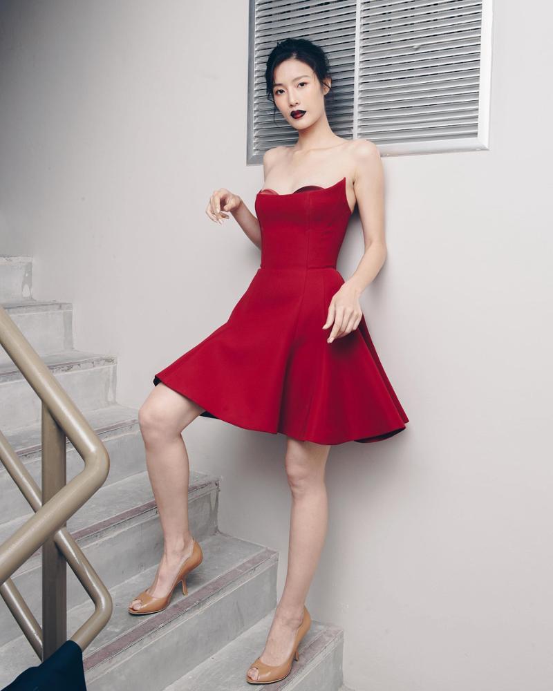 d6891a4af1676 2018 جميلة سيدة أزياء مثير قصيرة البسيطة ألف خط قبالة الكتف الزفاف ثوب  مسائي الأحمر حفلة
