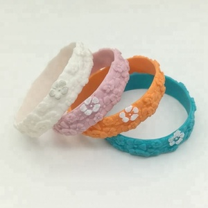 Best Selling Products of Any Pantone Color 3D Flower and Leaf Silicone Wristband