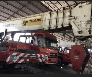 Tadano used Japan truck crane Nissan 100Ton used mobile crane