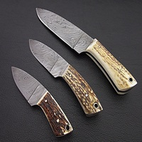 SET OF THREE DAMASCUS STEEL TWISTED PATTERN HUNTING KNIVES WITH STAGE HORN HANDLE